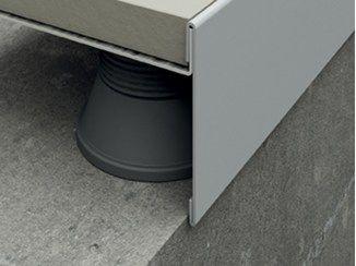 Čelní strana ukončovacího profilu 270x8 cm, šedý