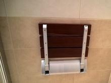 Sprchové sedátko sklopné - dřevo