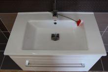 Spodní skříňka s umyvadlem, 75(73)x45(44)x46(44) cm,bBílý lesk 01, madlo LN/G, série Arte